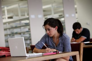 student w. laptop